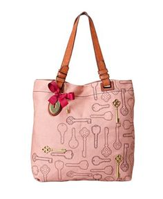 Love the keys on this Fossil bag/ I have tried my best to find this :( i want sooooooooooooooo bad