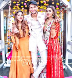Cute Couple Poses, Cute Couples Goals, Couple Pics, Muslim Girls Photos, Stylish Girls Photos, Girl Hand Pic, Girls Hand, Girl Pictures, Girl Photos