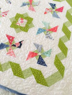 Carried Away Quilting: New mini charm pack pattern, Summer Breeze, features Aria by Kate Spain for Moda. Charm Pack Quilt Patterns, Hand Quilting Patterns, Quilt Square Patterns, Charm Pack Quilts, Free Motion Quilting, Square Quilt, Quilting Projects, Quilting Designs, Quilting Ideas