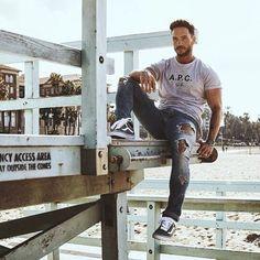 Coachella & LA - The modern man Daniel Magic Fox, Daniel Fox, Coachella, Camisa Lisa, Vans Outfit, Stylish Mens Outfits, Urban Street Style, Poses, Modern Man