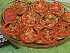 Un rand de vinete ( la grill) sos de rosii,naut,....) si rondele de rosii.