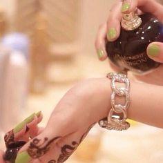 سديم المطيري On Instagram يالعطر ياللي كل ماجيت آشم ه تطري علي آيام لا شك ماتعود Bridal Mehendi Designs Hands Lovely Perfume Henna Style
