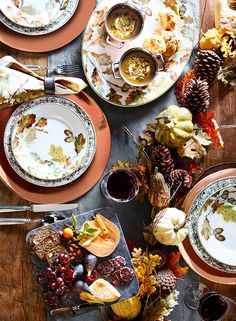 Thanksgiving is the day to go all out and really set your table in style. From generously sized serving platters to festive linens, Williams-Sonoma has everything you need to wow your guests.