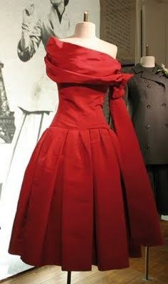 Dior 1955 Atout Coeur dress... If only, would be ...