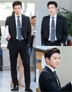 Ji Chang-wook is becoming a sexy prosecutor. He stars in the new SBS drama 'Suspicious Partner' as No Ji-wook. Yoo Seung Ho, Choi Seung Hyun, Korean Star, Korean Men, Asian Actors, Korean Actors, Korean Dramas, Korean Celebrities, Celebs