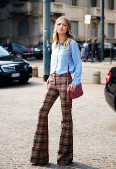I pantaloni a zampa sono tornati di gran moda: a chi stanno meglio e come abbinarli a seconda del fisico e delle occasioni