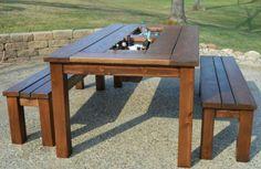 Tafel met bankjes afkomstig van fb woodprojects. Check de ijsbakken.
