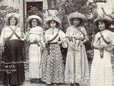 Las Mujeres De la Revolución Mexicana.    (Source: badassmexicans, via iwishdae-sungforme)Hinduthug.