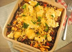Nachochips uit de oven - Lekker en Simpel I Love Food, Good Food, Yummy Food, Tapas, Food Vans, Mexican Food Recipes, Ethnic Recipes, Oven Dishes, Tortilla Chips