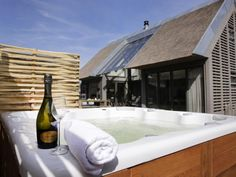 Jacuzzi, Flatscreen, Holland, Glamping, Luxe Villa, Bathroom, Park, Fire Pit Screen, Cottage House