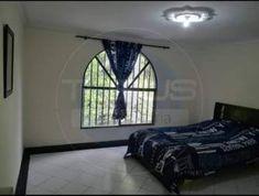 Casa en Venta - Laureles, Medellín | Ciencuadras Mirror, Bed, Furniture, Home Decor, Sell House, House Beautiful, Decoration Home, Stream Bed, Room Decor