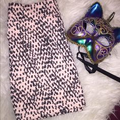 Sz.M Pink & Black mini skirt Like new pre loved Sz.M Pink & Black mini skirt H & M Skirts Mini