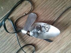 ketting van zilveren lepel, schelp, pareltje en fietsband. crea van Marjo viva la vida