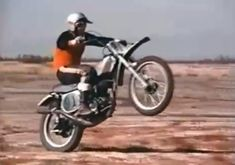 Video Of Steve McQueen Pulling Wheelies And Flying Around On A Honda CR250M Elsinore Rules