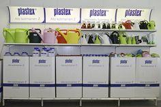 Ketterästi Plastexin aidot kotimaiset kastelukannut näyttävästi esille myymälään!