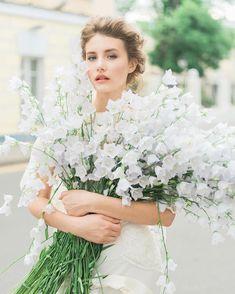 Fluttery fleurs... @tulipinadesign #tulipinamoscow @rudirinka @georgiayoungcouture #fromrussiawithlove
