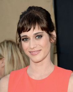 Lizzie Caplan - hairstyle and bangs
