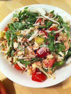 Knapperige salade met witte kool, appel & rozijn, aangevuld met tonijn