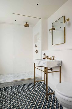 This Gorgeous London Townhouse Embodies Minimalist Swank – Kevin J. Peterson This Gorgeous London Townhouse Embodies Minimalist Swank Adventures in Interior Design: This Gorgeous London Townhouse Embodies Minimalist Swank Bathroom Renos, Bathroom Interior, Home Interior, White Bathroom, Bathroom Ideas, Bathroom Marble, Washroom, Bathroom Goals, Minimal Bathroom