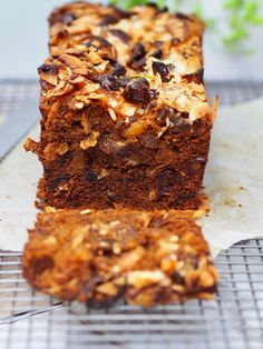 One Bowl Melt and Mix Date and Apricot Loaf - Cooking for Busy Mums Baking Recipes, Cake Recipes, Dessert Recipes, Loaf Recipes, No Bake Desserts, Easy Desserts, Cake Mix Brownies, Apricot Cake, Petit Cake