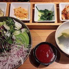 Zum #thursdayfoodpic wird es heute im @yoriwien koreanisch. . . #yori #koreanfood #food #foodie #foodpic #foodphotography #viennaeats #vienna #restauranttipps #restaurantsinvienna  #Regram via @www.instagram.com/p/BppbgiSB50J/