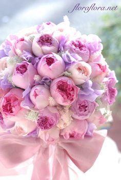 月曜投稿 イブミオラのバラとフリフリスイートピーのラウンドブーケ : FLORAFLORA*precious flowers*ウェディングブーケ会場装花&フラワースクール*