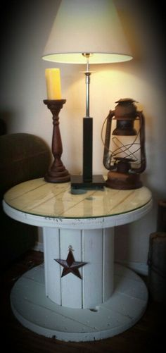 Rustic shabby chic end table made from old wooden electrical wire spool … #casasrusticasrusticchic