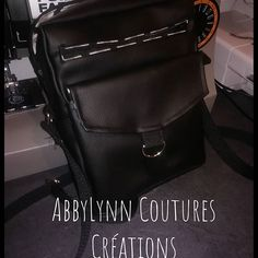 AbbyLynn Coutures Créations sur Instagram: Une nouvelle pochette pour les 60 ans de mon père. Le modèle Jive de Sacôtin, tres bien expliqué et patron top #sacotin #jive Couture, Leather Backpack, Messenger Bag, Satchel, Creations, Backpacks, Bags, Instagram, Handkerchief Dress