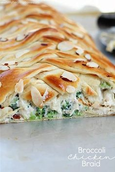 Easy, quick and delicious. Broccoli Chicken Braid - crescent dough filled with a delicious mixture of chicken, broccoli, mayo and spices, all braided up into a fun braid. An easy dinner idea the whole family will love! Chicken Broccoli Braid, Chicken Braid, Pan Gourmet, Easy Dinner Recipes, Easy Meals, Weeknight Meals, Dinner Ideas, Crescent Dough, Crescent Chicken