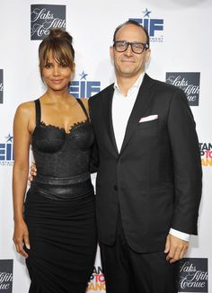 Halle Berry Photos Photos - 2016 Key To The Cure Ambassador, Halle Berry (L) and President, Saks Fifth Avenue, Marc Metrick attend Saks Fifth Avenue celebrates Key To The Cure at Mr Chow on October 10, 2016 in Beverly Hills, California. - Saks Fifth Avenue Celebrates Key to the Cure