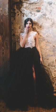 If you're a bride which is not afraid to stand out, you will love these bold and unusual black and white wedding dresses. Western Wedding Dresses, Princess Wedding Dresses, Colored Wedding Dresses, Bridal Dresses, Wedding Gowns, Black Wedding Cakes, Wedding White, Lace Wedding, Dream Wedding
