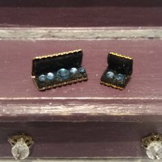 Miniature 1:12 set of bracelet and earrings for dollhouses de TheDollHouseNym en Etsy