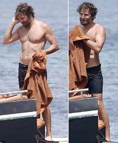 bradley+cooper+shirtless+60.png (330×400)