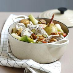 Salade de bœuf thaïe2   tranches de boeuf de 2 cm d'épaisseur 2   petits concombres 6 petits oignons blancs 1 petit piment frais 4 brins de coriandre 2 brins de menthe 1 citron vert 1 gousse d'ail 2 cuil. à soupe de sauce nuoc-nâm 1 cuil.à café de sucre