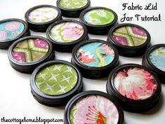 Fabric Lid Jar Tutorial - Great way to store craft room items! Could use scrapbook paper instead of fabric to decorate the lids.possible to utilize circles of thin cardboard in place of canning lids? Pot Mason Diy, Mason Jar Lids, Canning Jars, Canning 101, Mason Jar Projects, Mason Jar Crafts, Diy Hanging Shelves, Mason Jar Flowers, Organize Fabric