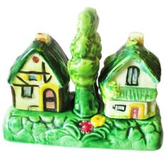 Cottage Ware Cruet... delightful vintage kitsch salt & pepper