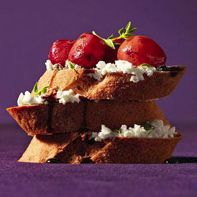 Crostini with Goat Cheese and Roasted Grapes~ Perfect special appetiser for Mother's Day~ and it's healthy!