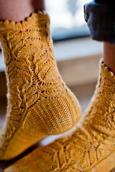 Ravelry: Chrysanthemum frutescens Socks pattern by Hunter Hammersen. It's knitted, but wonderful! Lace Socks, Crochet Socks, Knit Or Crochet, Knitting Socks, Hand Knitting, Knitting Patterns, Knit Socks, Start Knitting, Comfy Socks
