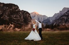 im Almtal in Oberösterreich...der ideale Platz inmitten einer wundervollen Natur.  Hochzeitsfotografin fpr Almsee Hochzeiten Diy Wedding, Dream Wedding, Wedding Ideas, Portrait, Lavender, Roses, Wedding Photography, Beautiful, Wedding Dresses