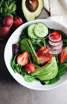 Loaded Chia Detox Salad Healthy detox salad loaded with avocado radishes a little sweetness with strawberries chia seeds and leafy greens. This salad is so good and nutrient packed! Sugar Detox Recipes, Healthy Salad Recipes, Whole Food Recipes, Healthy Snacks, Vegetarian Recipes, Healthy Eating, Cooking Recipes, Breakfast Healthy, Dinner Healthy