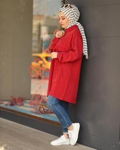 Image may contain: 1 person standing Tesettür Kombinleri Modern Hijab Fashion, Street Hijab Fashion, Pakistani Fashion Casual, Muslim Fashion, Modest Fashion, Casual Hijab Outfit, Casual Outfits, Mode Outfits, Fashion Outfits