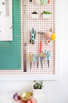 Tips for organizing your craft supplies Beautiful Mess, Craft Space, Space Crafts, Sewing Room Organization, Home Organization Hacks, Organizing Your Home, Organizing Tips, Craft Room Decor, Craft Rooms