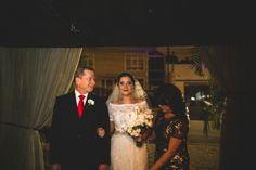 casamento denise & lessandro-entrada noiva com pai e mãe