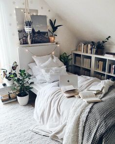 small bedroom design , small bedroom design ideas , minimalist bedroom design for small rooms , how to design a small bedroom Cozy Small Bedrooms, Small Room Bedroom, Room Ideas Bedroom, Modern Bedroom, Master Bedroom, Bedroom Inspo, Teen Bedroom, Contemporary Bedroom, Small Bedroom Ideas On A Budget