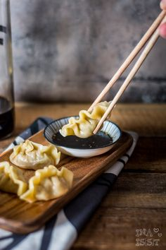 Discover How to cook Chinese Food Appetiser Appetizer Dishes, Appetizer Recipes, Japan Sushi, Chinese Appetizers, Cooking Chinese Food, Chicken Spring Rolls, Vegetable Soup Healthy, Chinese Dumplings, Asian Recipes