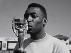 """Edson Arantes """"Pelé"""" Nascimento is regarded by many experts, players, and fans as the best player of all time. Brazilian Soccer Players, Good Soccer Players, Football Players, First World Cup, World Cup Final, Pele Quotes, 1958 World Cup, World Cup Trophy, Full Match"""