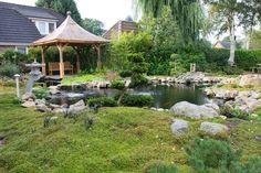 Oosterse tuin met vijver.