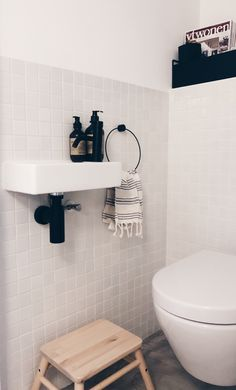 45 Hanging Bathroom Storage Ideas for Maximizing Your Bathroom Space - The Trending House Minimalist Bathroom, Modern Bathroom, Small Bathroom, Shiplap Bathroom, Neutral Bathroom, Ikea Bathroom, Bathroom Layout, Master Bathroom, Bathroom Ideas