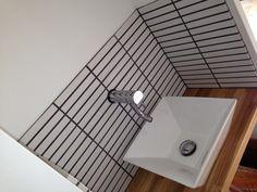 二階のトイレ前の洗面スペース。 今までは、タオルをボウル横に置いていましたが、やっぱりかけた方が衛生面でも使いやすさでもよいのではないか... Wash Stand, Bath Caddy, Toilet, Bathtub, Bathroom, Interior, Standing Bath, Bath Room, Bath Tub