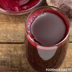 7 Essential Juice Ingredients For Healthy & Glowing Skin Juicing organic fruits and vegetables is one of the most powerful health habits you can cultivate. Not only can juicing leave you with an all-natural glow, it can help with healing chronic disease Healthy Juices, Healthy Smoothies, Healthy Drinks, Smoothie Recipes, Healthy Snacks, Healthy Tips, Healthy Skin, Glowing Skin Juice, Beet Root Juice